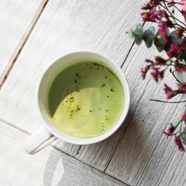 THURSD☕️Y - mourning the result of the football? We're perking ourselves up with a Matcha latte ahead of a busy day at Babease HQ! Swap your usual cup of joe for the delicate flavour of green tea 💪 a natural energy boost is just what we need to relieve our football blues. No Matcha on hand? A regular coffee will still do the trick!  #nurturingfuturefoodies #fuellingbabies #greentea #naturalenergyboost #matcha #baby #babylove #weaningjourney #babyweaning #vegledweaning #complementaryfeeding #veggies #completemeal #organicfood #organicbabyfood #foodie #foodstartup #madeintheuk