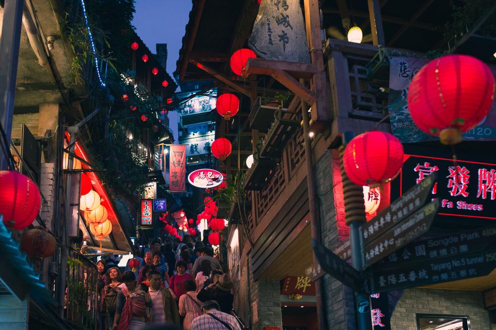 Vibrant Night around Jiufen ( 九份)