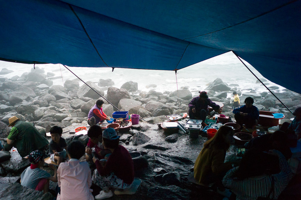 Fresh seafood ajumma,Jeongbang Falls-