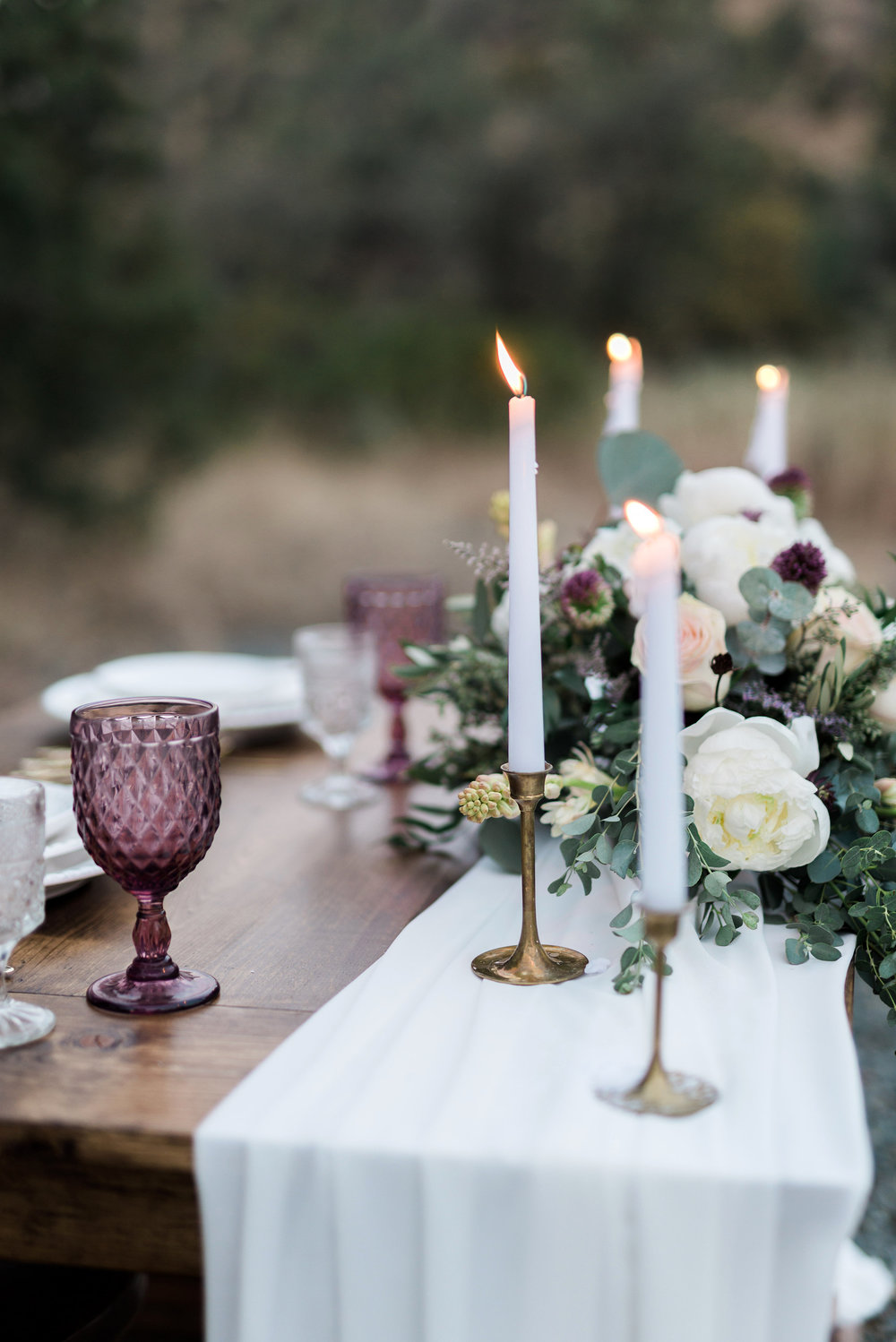 Arizona Lakeside Winter Elopement with Saje Photography | Shotgunning for Love Letters | Purple Wedding Table Setting