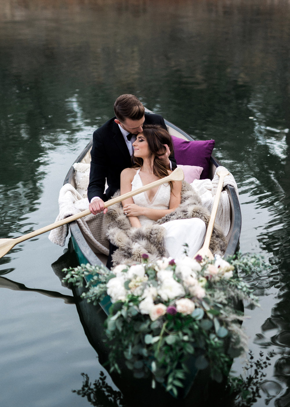 Arizona Lakeside Winter Elopement with Saje Photography | Shotgunning for Love Letters | Bride and Groom in Canoe