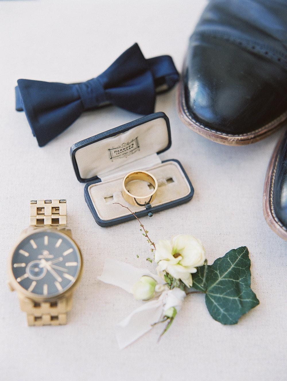Old World Blue Palette Wedding Inspiration at Virginia House | Shotgunning for Love Letters
