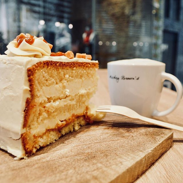 Happiness is: knowing you can get a piece of our lovely crème brûlée cake 💕🍰 #cremebrulee #cake #dessert #cappuccino #coffee #lunch #maastricht