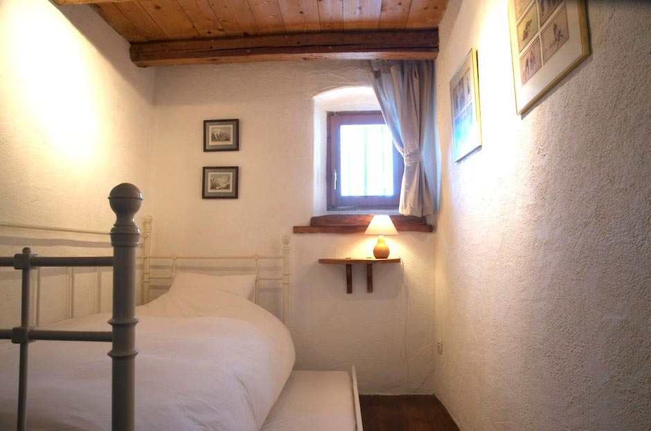 Lazy-Labrador-Chalet-Childrens-Bedroom2.jpg