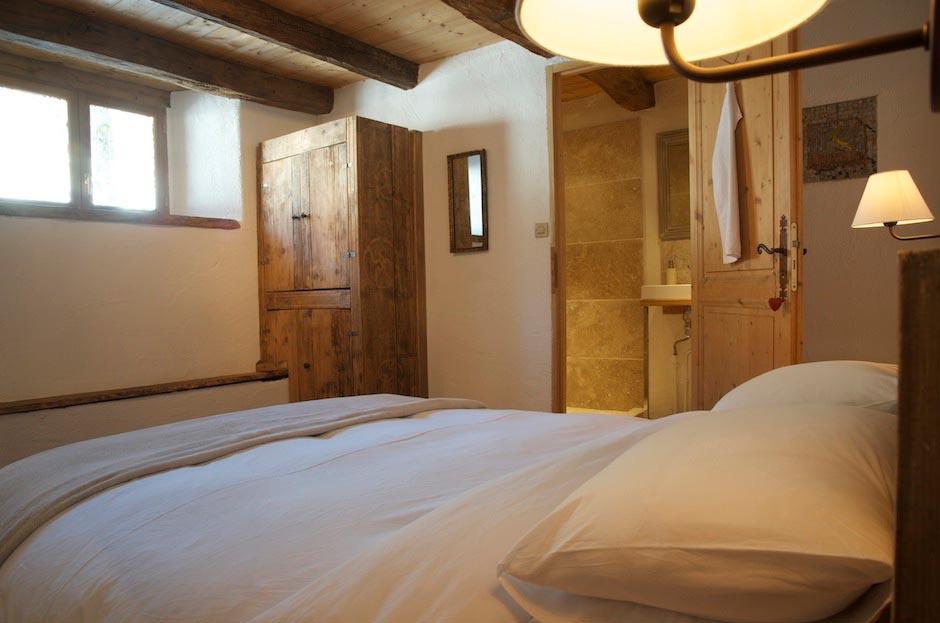 Lazy-Labrador-Chalet-Master-Bedroom2.jpg