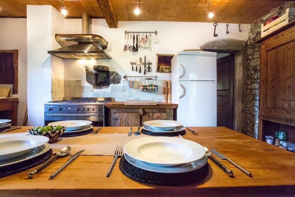 Lazy-Labrador-Chalet-Kitchen2.jpg