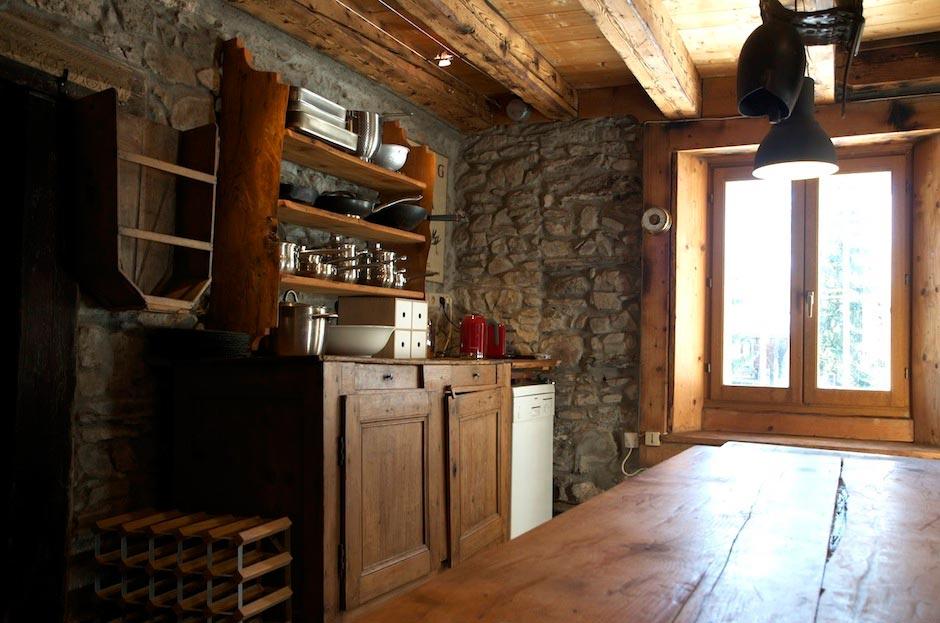 Lazy-Labrador-Chalet-Rustic-Kitchen2.jpg