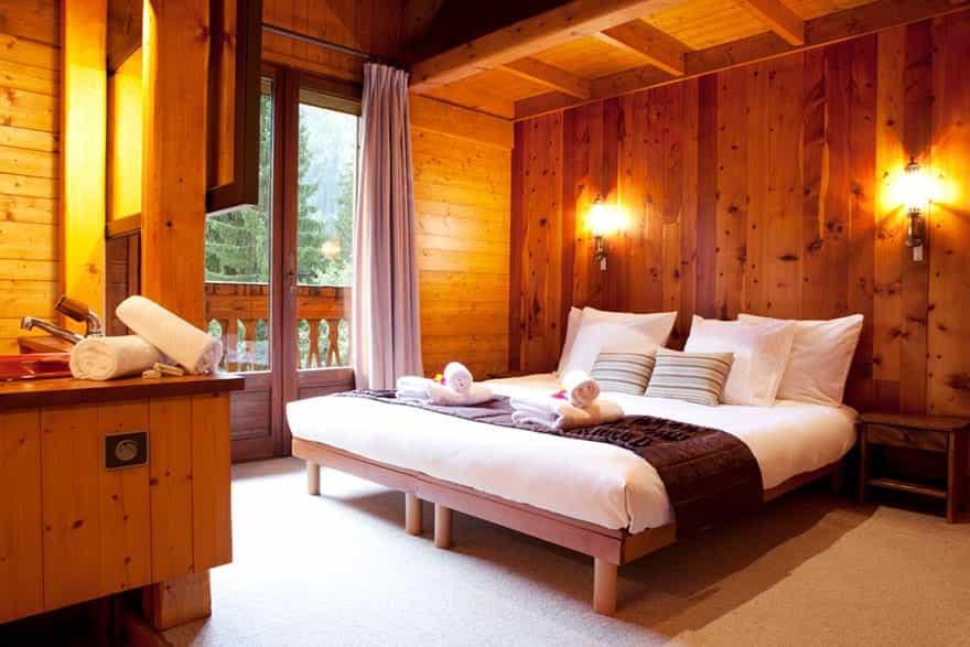 chamonix-chalet-master-bedroom.jpg