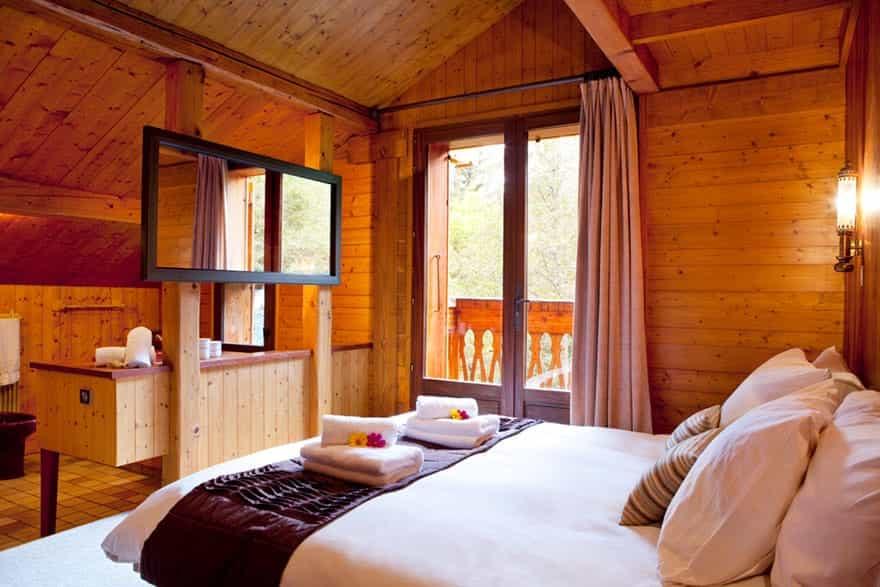 luxurious-bedroom.jpg