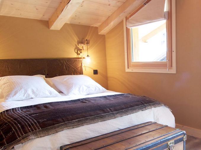 les-rives-d-argentiere-chalet-terre-chamonix-bedroom-3.jpg