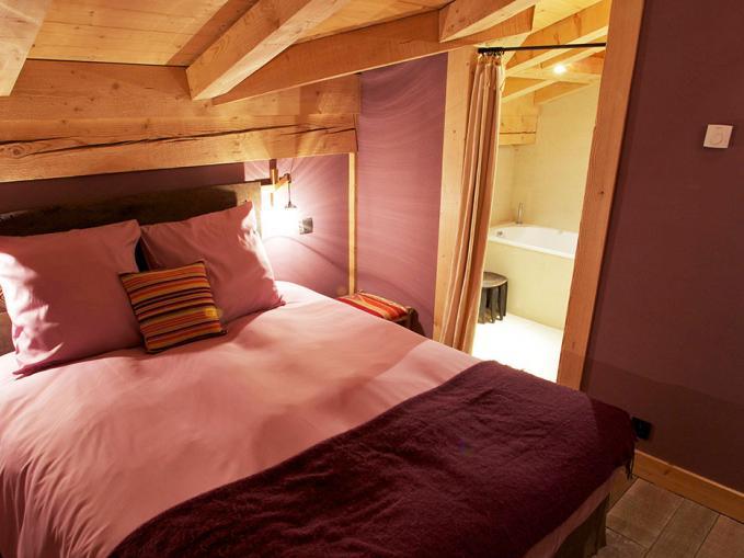 les-rives-d-argentiere-chalet-terre-chamonix-bedroom-5.jpg