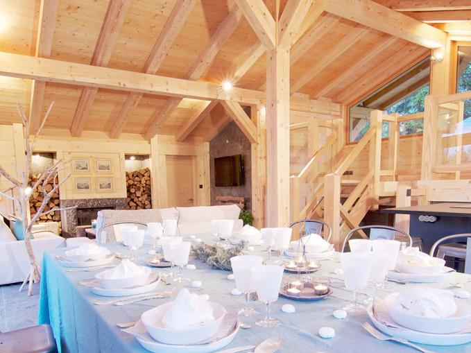 les-rives-d-argentiere-chalet-granit-chamonix-dining-table.jpg