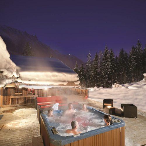 AC-Hot-Tub-snow-night-500x500.jpg