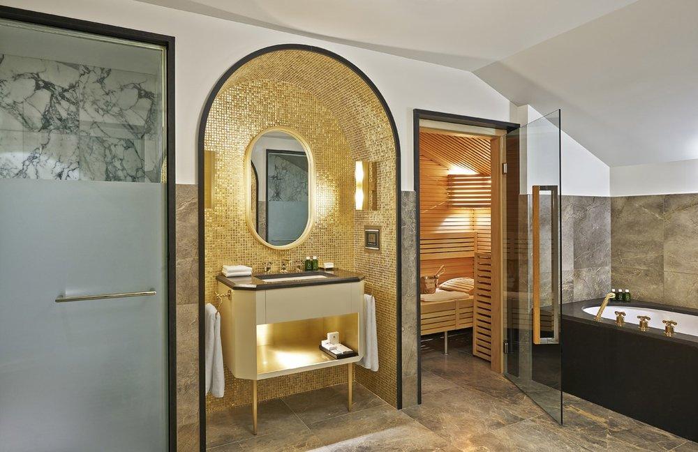 apg_1200_penthousebathroom.jpg