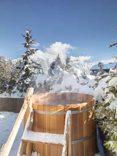 aman-le-melezin-hot-tub-600x800.jpg