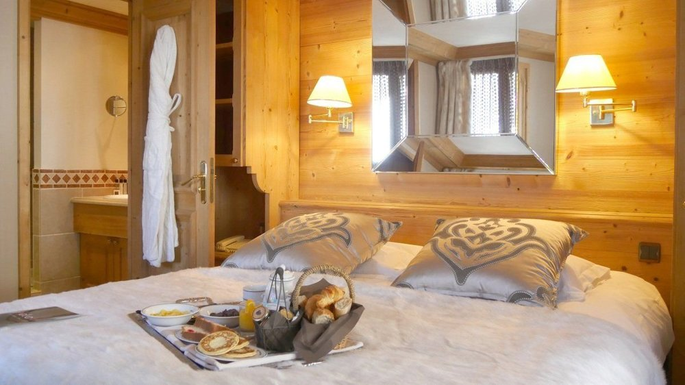 le-tsanteleina-hotel-val-d-isere-double-bed.jpg