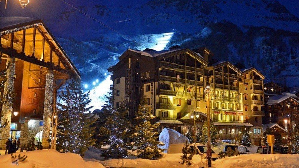 le-tsanteleina-hotel-val-d-isere-exterior.jpg
