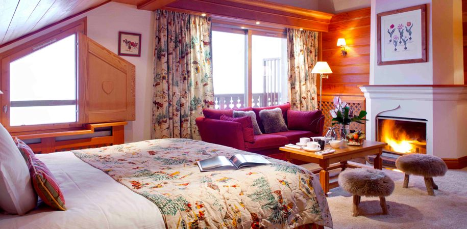Move_Mountains_Luxury_Holidays_France_Meribel_Hotel_Allodis_Suite_with_fire_place.jpg