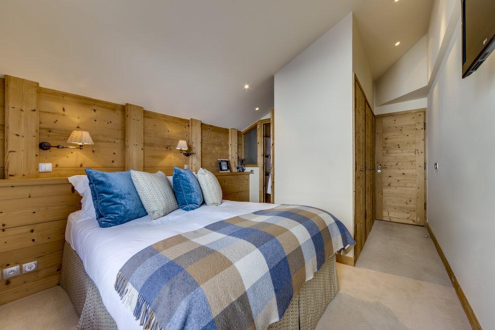 9. Main bedroom (1).jpg