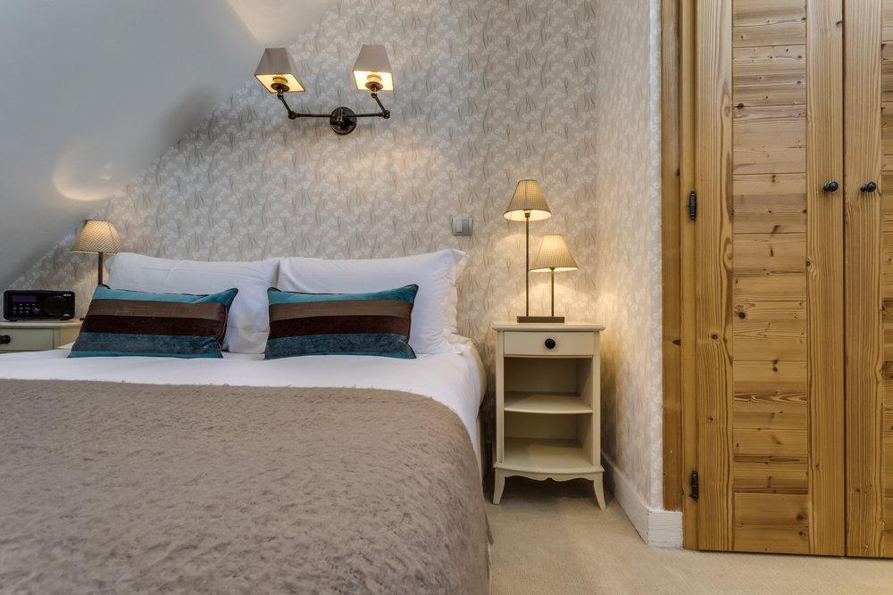 15.Second bedroom:Kingsize or 2 singles (2).jpg