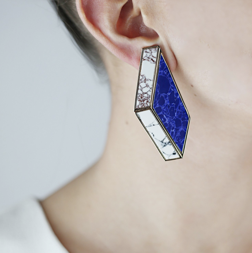Clip ons 'tick', marble resin 'tick', optical illusion 'tick'. These Eshvi earrings have everything.