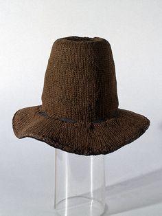 Une photo du dit chapeau, et un portrait chapeau porté.