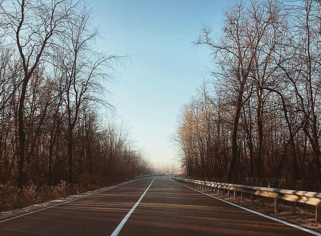I took the one less travelled by And that has made all the difference. #TheRoadLessTraveled #DrivingToWork . . . . . #nature #naturephotography #naturegram #winter #trees #picoftheday #driving #CountryRoad #beautifuldestinations #travel #travelphotography #traveling #traveltheworld #roadtrip #frost #view #workfromanywhere #commute #igers #instamood #milan #sky #winterwonderland #instatravel #travelgram #freelance #workhard #hustle