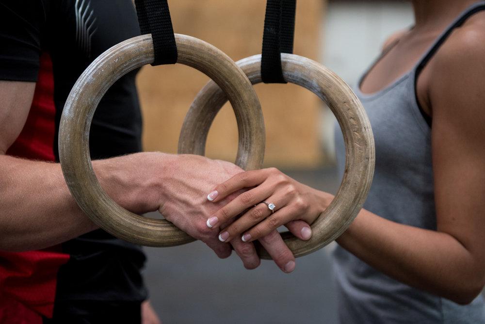 CONCURSO CULTURAL - O que o CrossFit uniu, treino nenhum separará. O concurso cultural da Tai CrossFit tem como objetivo escutar, conhecer e propagar as histórias dos casais que treinam na nossa casa. O casal pode ter surgido antes do box, pode ter se conhecido no box ou simplesmente ter começado a treinar juntos no box.Queremos que os casais divulguem suas histórias nas redes sociais, sempre marcando o perfil da Tai CrossFit no instagram (@taicrossfit).A história com o maior número de likes e escolhida pelos nossos jurados como a mais interessante, ganhará um tratamento de casal no Nuwa Spa como premiação. O casal vencedor será divulgado no último dia do mês de junho.