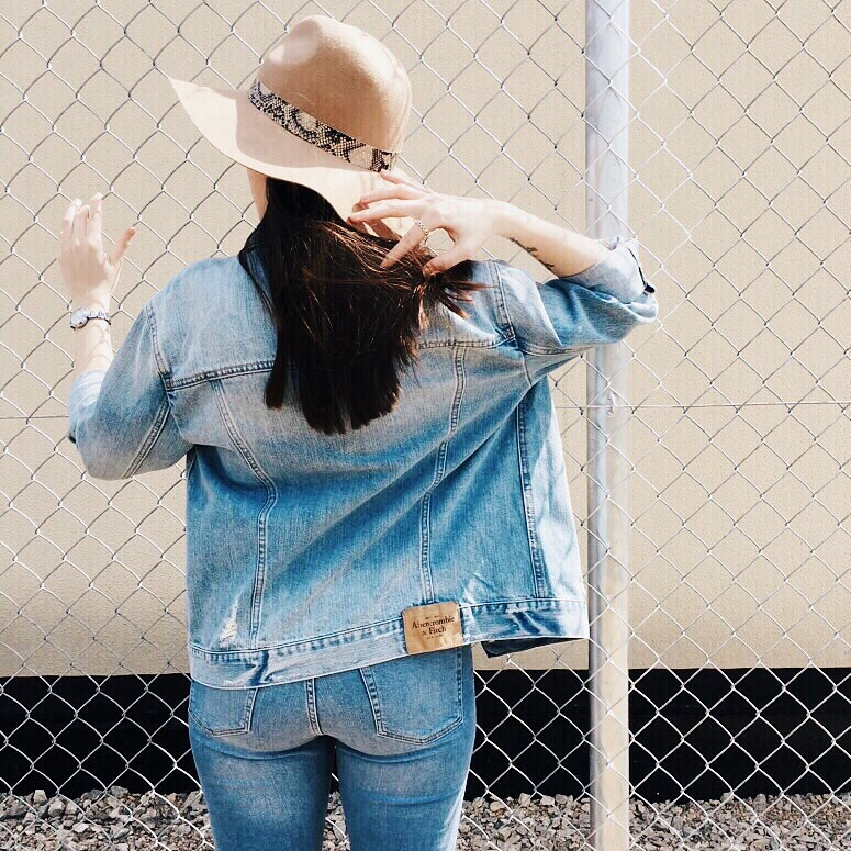 Wearing: Abercrombie & Fitch jacket / Topshop jeans, tee, hat / Saint Laurent scarf / Zara bag / Ray-Ban sunglasses / Vans sneakers / DKNY watch / Pandora ring