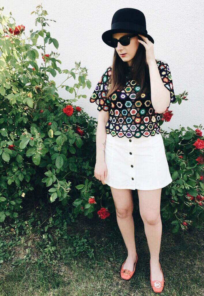 Wearing: Vintage crochet blouse / Topshop skirt / Asos hat / Ray-Ban sunglasses / Pandora ring / Michael Kors ballet pumps
