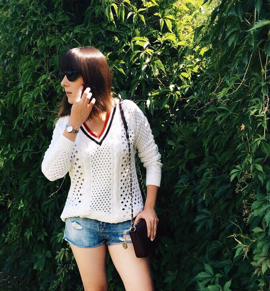 Wearing: Topshop sweater & shorts / Diesel studded boots / DKNY bag & watch / Ray-Ban sunglasses