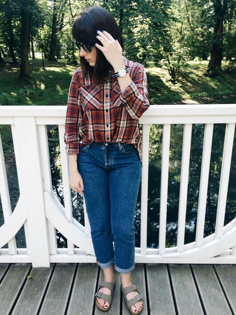 Wearing: Denim & Supply Ralph Lauren shirt / Levi's jeans / Michael Kors bag / Ray-Ban sunglasses / Kapten & Son watch / Pandora ring / Birkenstock sandals