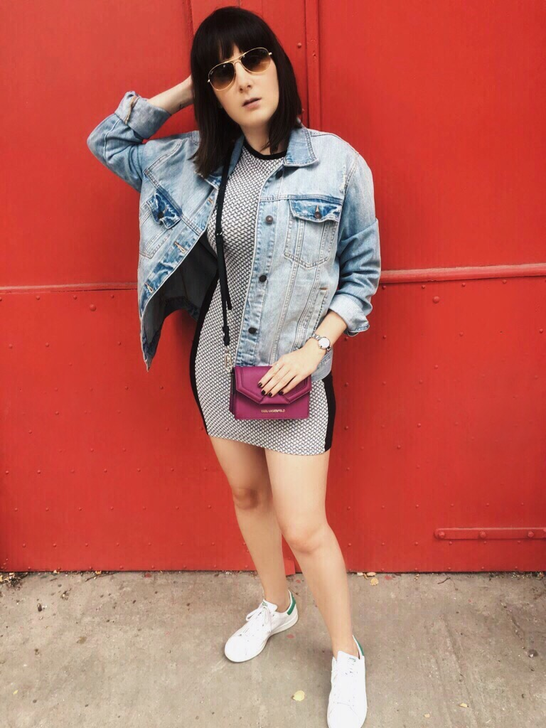 Wearing: Topshop dress / Abercrombie & Fitch denim jacket / Karl Lagerfeld bag / Ray-Ban sunglasses / DKNY watch / Pandora ring / Adidas Stan Smith sneakers