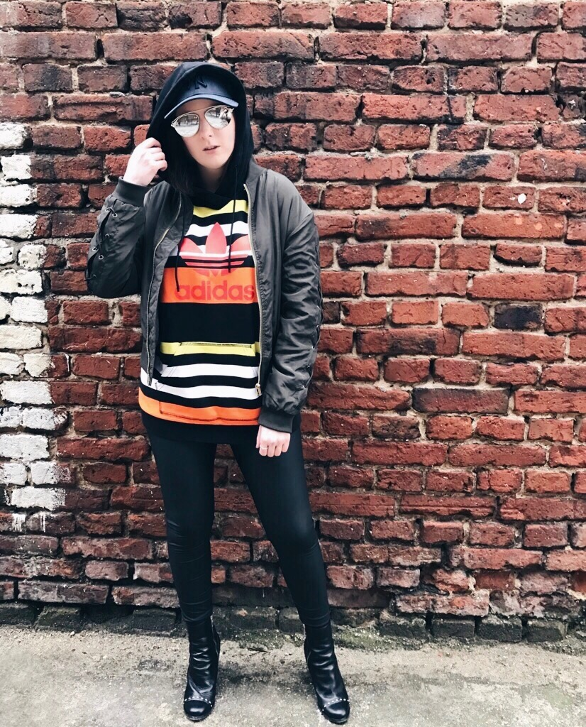 Wearing: Adidas Originals hoodie / NA-KD Fashion bomber jacket / Gatta leggings / New Era hat / Daniel Wellington Classic Petite watch / Pandora ring / TIJN Eyewear sunglasses / Karl Lagerfeld boots