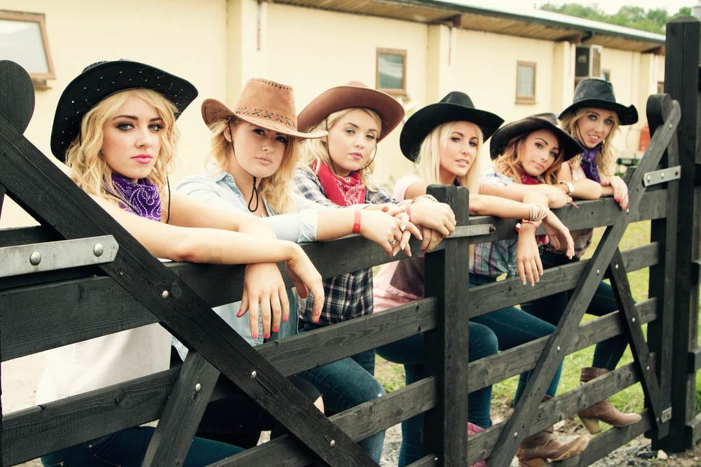 Country-ladies.jpg