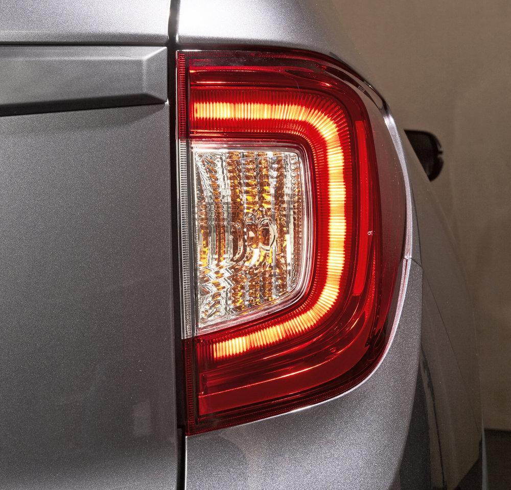 19EXL_Exterior_Taillights_Brake_+.jpg