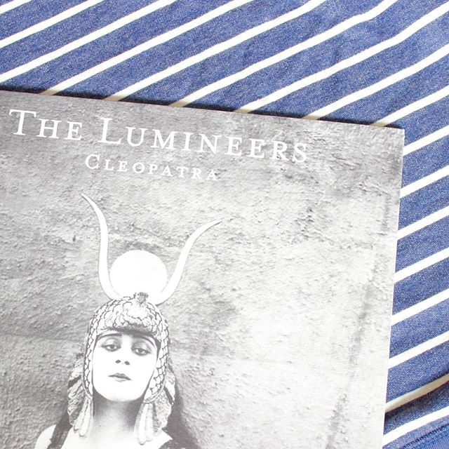 Shout out to The Lumineers, whose latest album is a never-ending source of inspiration for me. My favorite tracks are Angela, In The Light, and Sick in the Head. ⠀ ⠀ Do you have any favorite albums that serve to spark your creativity? And if you're a Lumineers fan, what's your favorite song off Cleopatra? 🎶