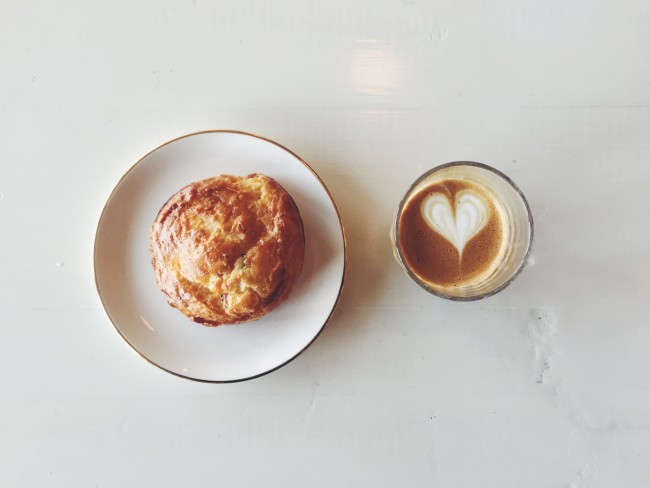 Pastry and coffee at Oldhand (IAMJOHNYOO)