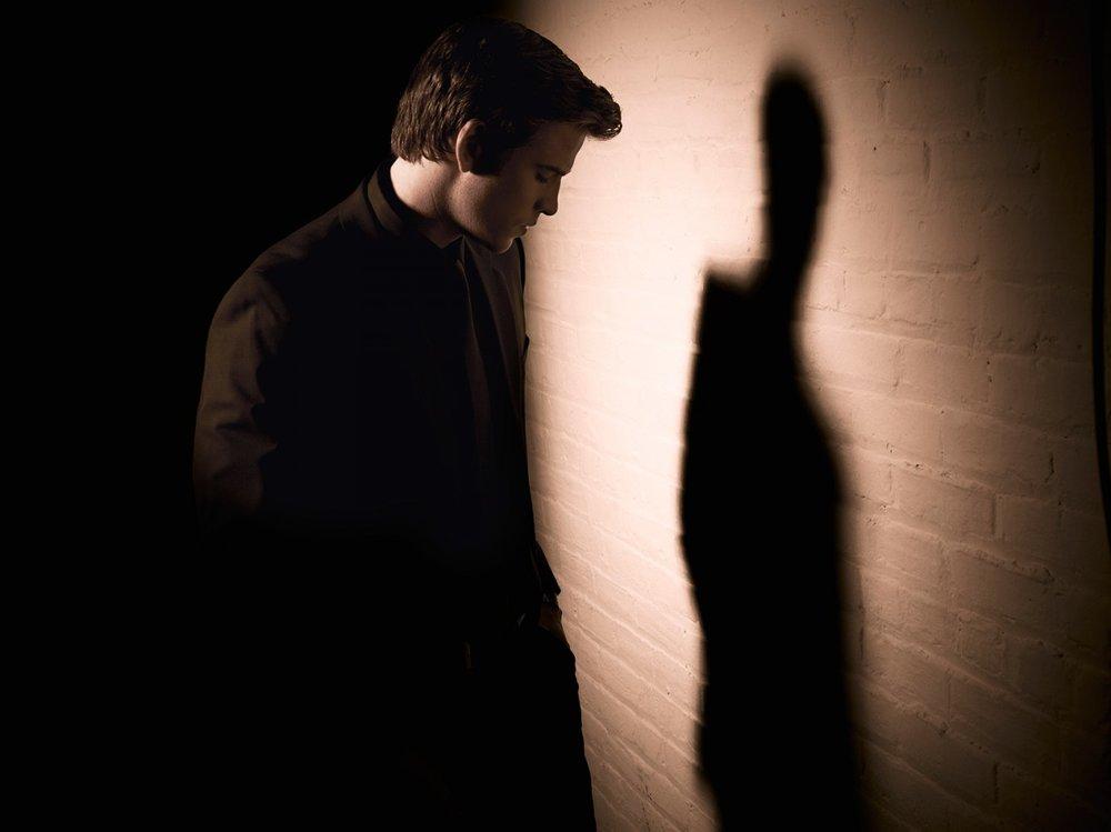 Liam Hemsworth // Paranoia (2013)