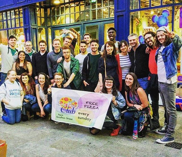 Word up people! How are you? Yes it's Monday but we want to mention something pretty awesome that happens every Sunday in Dublin 🇨🇮💚 @pizzasundayclub set up every week to help the homeless communities, breaking down social barriers as they go. Love this initiative to bring people together and #DoSomethingForNothing ! 😊