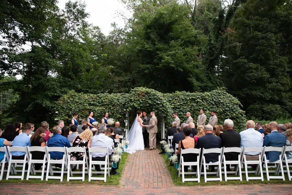 Old Sturbridge Village outdoor wedding photos in Sturbridge, MA photographer Kara Emily Krantz Photography.