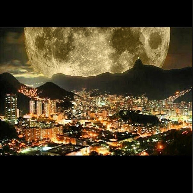 Sassy Living #WanderlustWednesdays ✈️🌍 Remember that time in #Rio circa 2012? 🌚😍 Well another #fullmoon is upon us and while this is often a super-charged time that can be emotional and even marked by agitation for some, it's also a time of balance. This means it's also the perfect opportunity to decompress, cleanse and #meditate. The #solar and #lunar energy are in harmonious alignment for this, typically, 5-day period or culmination point. Now is the time to act on and make intentions set at the new moon manifest and bring ideas into reality. So, what kind of magic will you make, loves???