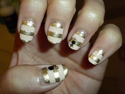 Bella Sassy Nails      via fuckyeahnailart :      prettymynails: Bling Bling Challenge             Stay fab, join Sassy Nation      http://sassynation.tumblr.com      http://www.facebook.com/TheSassyNation      http://twitter.com/#!/SassyNation