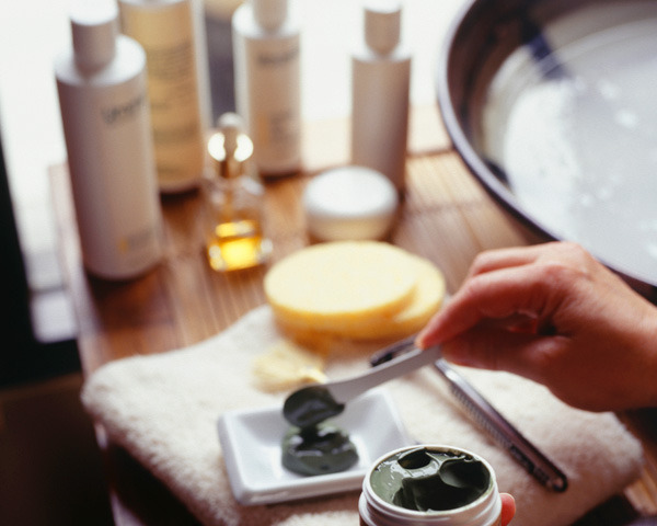 Bella Sassy     via beautylish :       Is Mixing Skin Care Products Dangerous  ?       Keep up with the daily fab, join Sassy Nation     http://sassynation.tumblr.com     http://www.facebook.com/TheSassyNation     http://twitter.com/#!/SassyNation