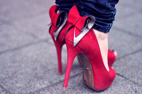Sassy Style via dontsayyouwill: Valentine's is coming…… red pumps anyone! Killin' the game, join Sassy Nation http://sassynation.tumblr.com http://www.facebook.com/TheSassyNation http://twitter.com/#!/SassyNation