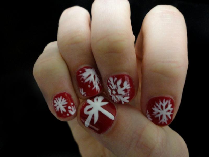 Bella Sassy        Christmas mani by maddasahatterr :          I did my nails for the Christmas season :)         Keep it sassy, join Sassy Nation     http://sassynation.tumblr.com     http://www.facebook.com/TheSassyNation          http://twitter.com/#!/SassyNation