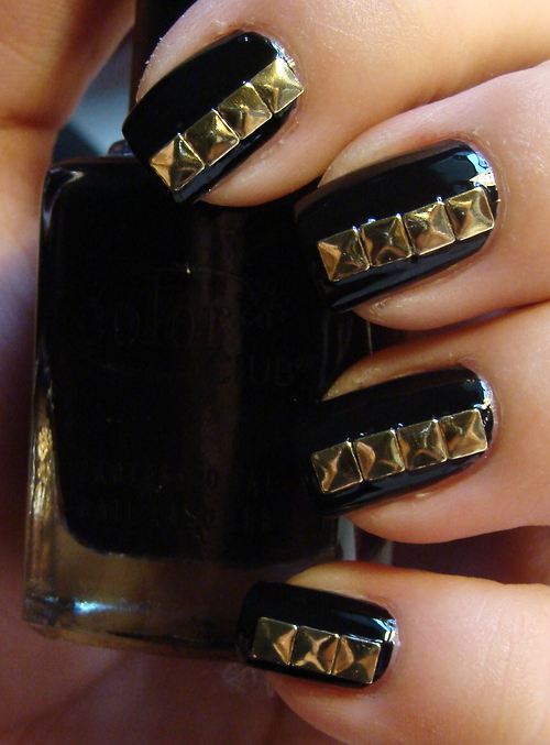 Bella Sassy    Rock out with these studded black and gold nails.    via disfordiamonds      Join Sassy Nation for your daily dose of fab     http://sassynation.tumblr.com     http://www.facebook.com/TheSassyNation     http://twitter.com/#!/SassyNation