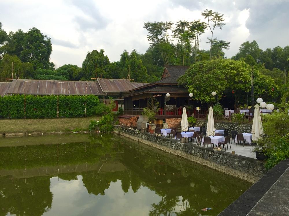 Batik&Bubbles_Samira outside