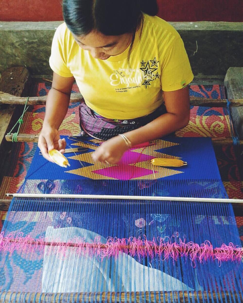 Ibu Asih- weaving tenun rangrang in Lombok - picture courtesy of Frankitas