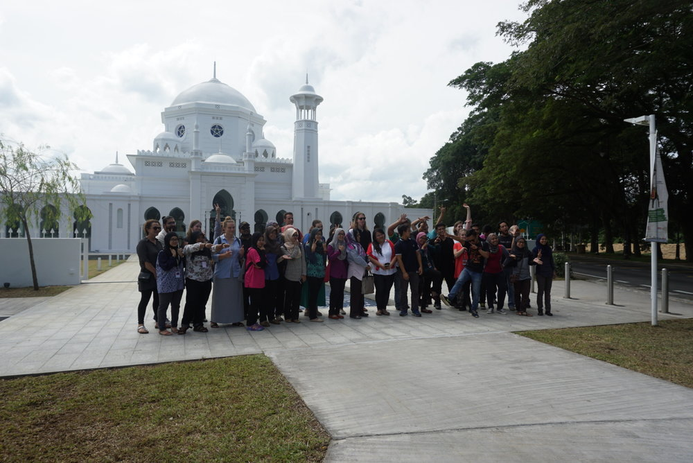 QUT & UPM students in front of the beautiful facade of Muzium Masjid Sultan Abdullah